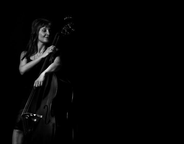Giulia Valle_contrabajista_nada personal_el club del escenario
